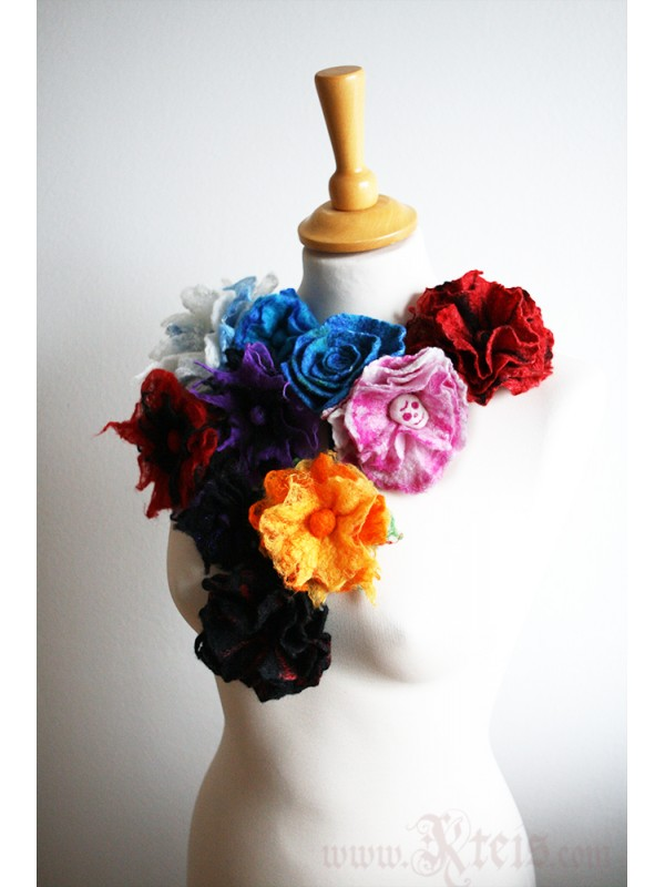 Black red wool floral brooch - felt flower