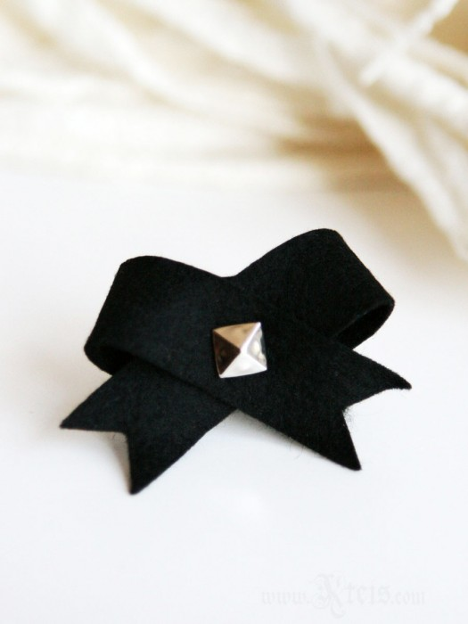 Black Bow Felt Ring