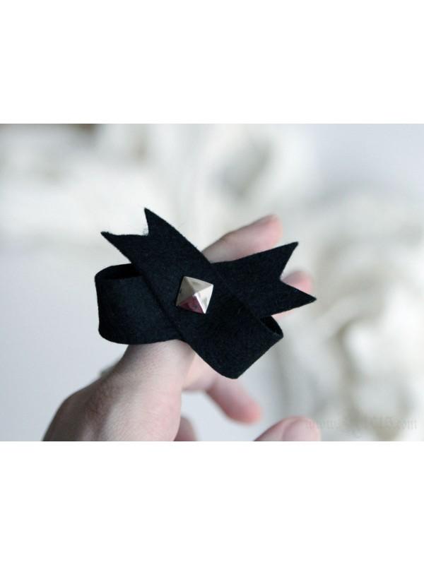 Black Bow Felt Ring